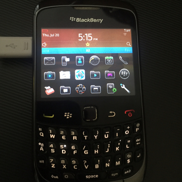 Used Blackberry Perfect Working Condition Long Life Battery No Charger No Headset No Box Sides Are Worn Off in Dubai, UAE