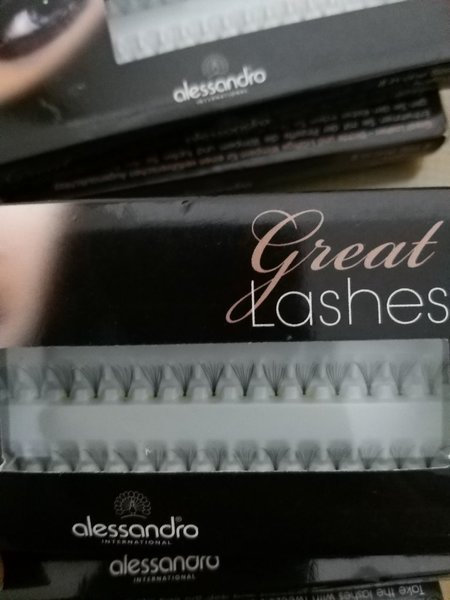 Used Eye.llashes in Dubai, UAE