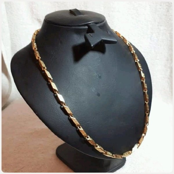 Used VERSACE NECKLACE for Men.. in Dubai, UAE