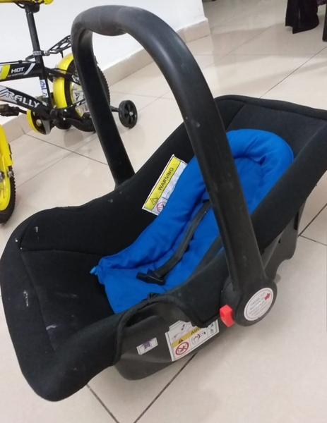 Used Baby Car seat / Carrier in Dubai, UAE