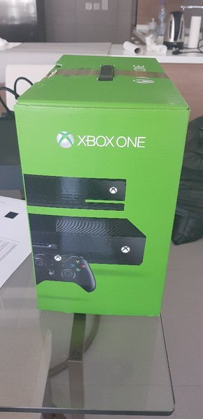 Used Xbox One with Kinect and 1 controller in Dubai, UAE