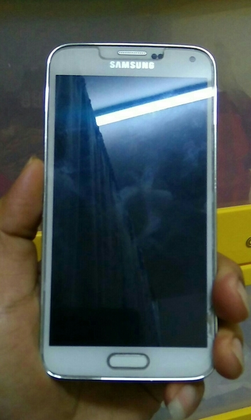 Used samsung s5 good condition no hidden deffect.. now meet up baniyas area and abu dhabi in Dubai, UAE