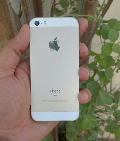 Used Apple iPhone SE 16gb.Finger Sensor Error in Dubai, UAE