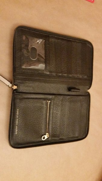 Used Wallet marc jacobs - black & white in Dubai, UAE