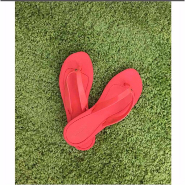 Used brand new GUESS slippers in Dubai, UAE