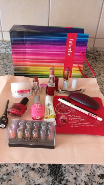 Used 14 items bundle makeup stuff in Dubai, UAE