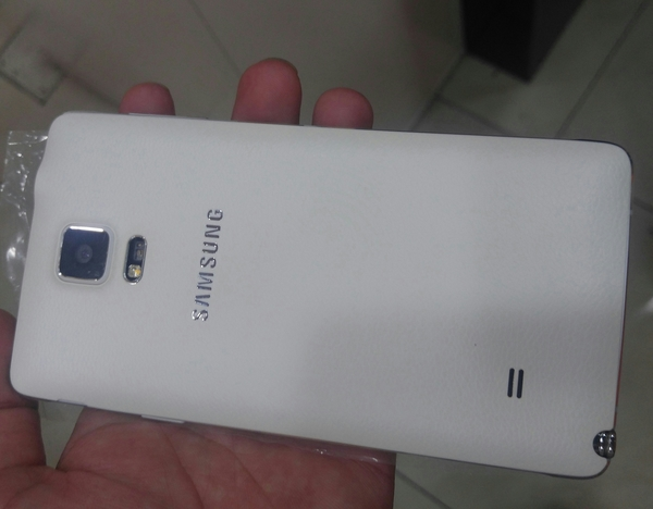Used Samsung Note 4. 32 Gb . 3Gb Ram. New . Only phone Without Accessories.  in Dubai, UAE