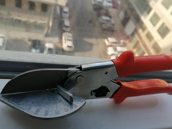 Used PVC trunking scissors Multi Angle in Dubai, UAE