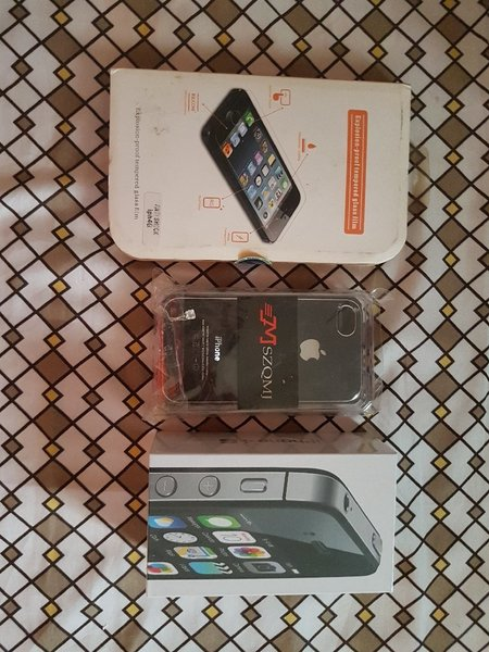 Used IPhone 4s 16gb with case and screen prot in Dubai, UAE