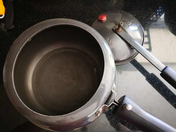 Used Cooker 55 aed only in Dubai, UAE