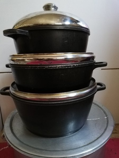 Used Cooking pots set plus big size vessel in Dubai, UAE