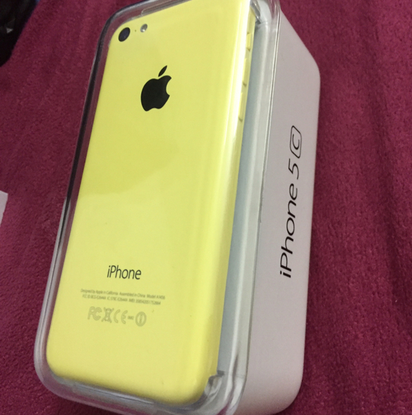 Used iphone 5C 16GB. YELLOW COLOR with box  in Dubai, UAE