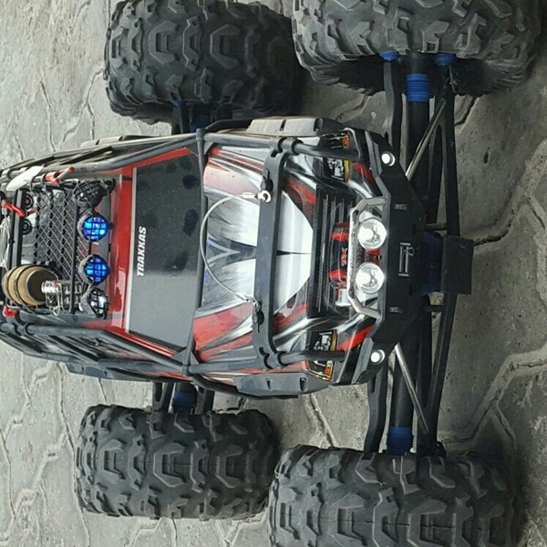 Used Hpi / Traxxas Submit  in Dubai, UAE