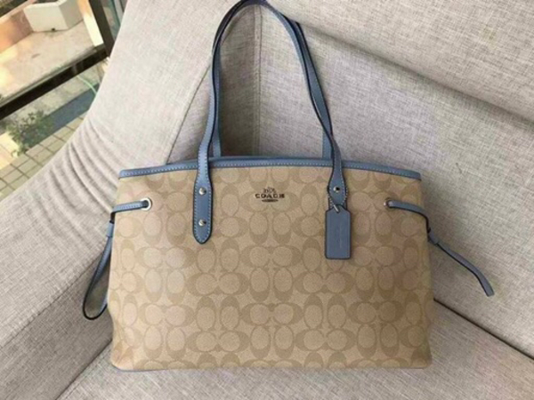 Used AUTHENTIC COACH BAGS ON PROMO SALE  in Dubai, UAE