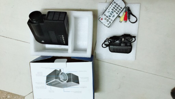 Used New projector urgently sale  in Dubai, UAE