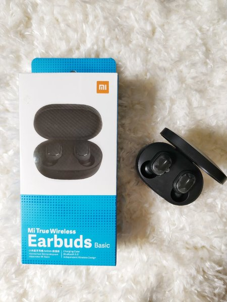 Used Mi earbuds.. NEW in Dubai, UAE