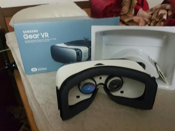 Used Samsung Gear Vr Original Never Used Still New With Box Open Only For Checking in Dubai, UAE
