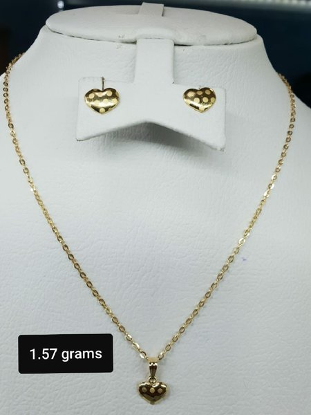 Used 18k Gold necklace pendant and earings in Dubai, UAE