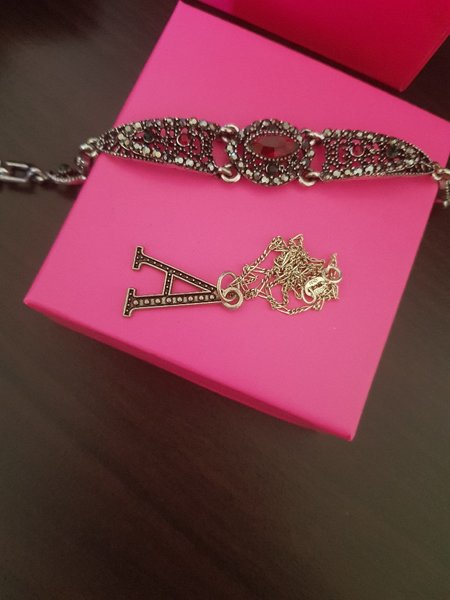 Used Necklace and bracelet in Dubai, UAE