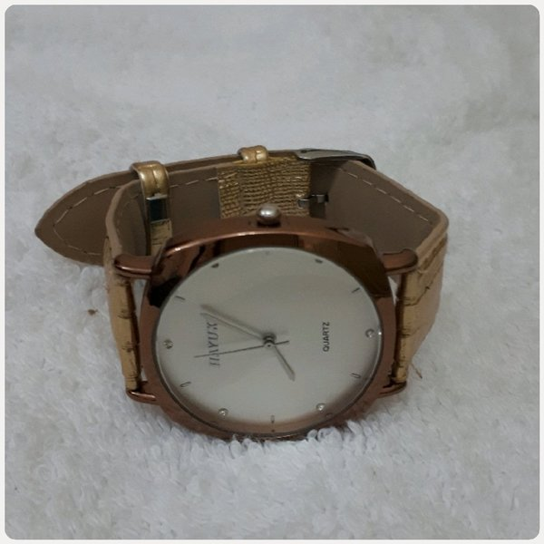Used Watch gold color in Dubai, UAE