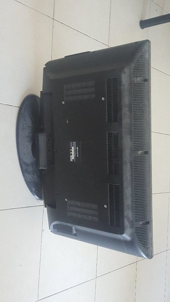 Used Elekta TV- 32 inch NOT WORKING... in Dubai, UAE