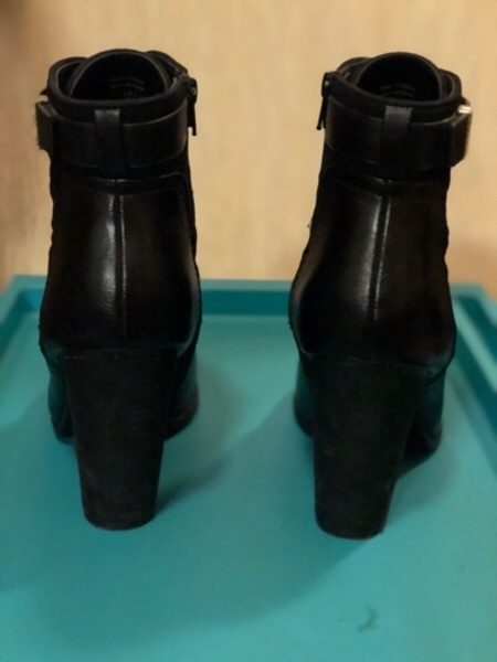 Used Call is Spring boots in Dubai, UAE