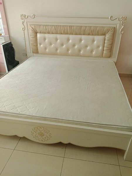 Used Double king size Bed in Dubai, UAE