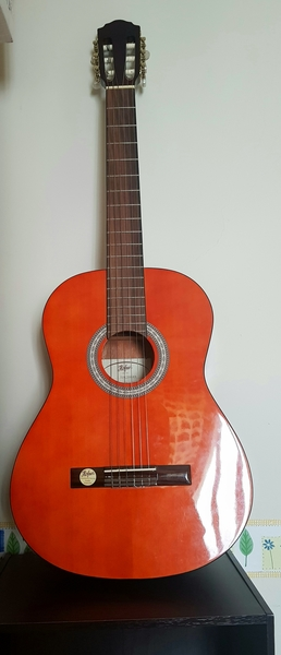 Used Höfner acoustic guitar - brand new in Dubai, UAE