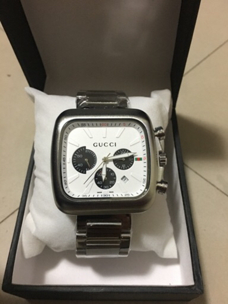 Used 💜 GUCCI 💜Watch . Best for Gift 🎁  in Dubai, UAE