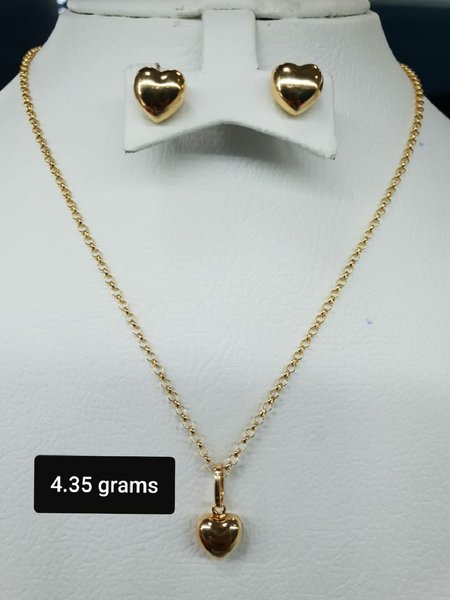 Used 18k gold chain pendant and earrings in Dubai, UAE