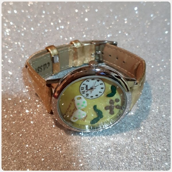 Used Watch fashion golden color new in Dubai, UAE
