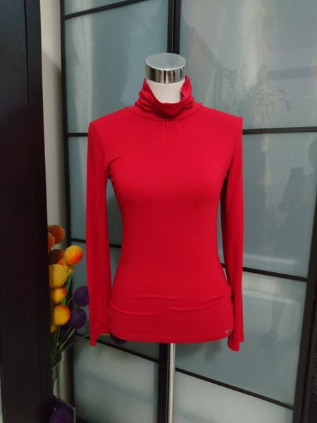 Used 2 Turtleneck Longsleeves in Dubai, UAE