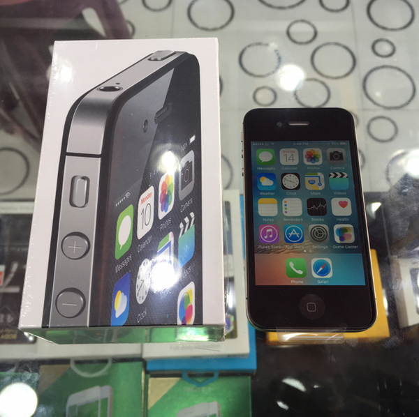 Used IPhone 4s With Box Like A New (have Jailbrak) in Dubai, UAE