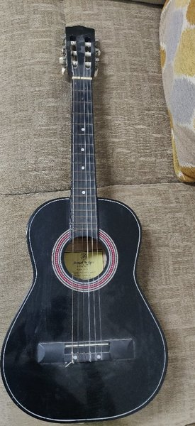 Used Small guitar in Dubai, UAE