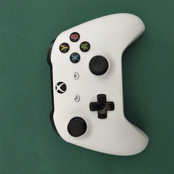 Used Controller ( Xbox One ) in Dubai, UAE