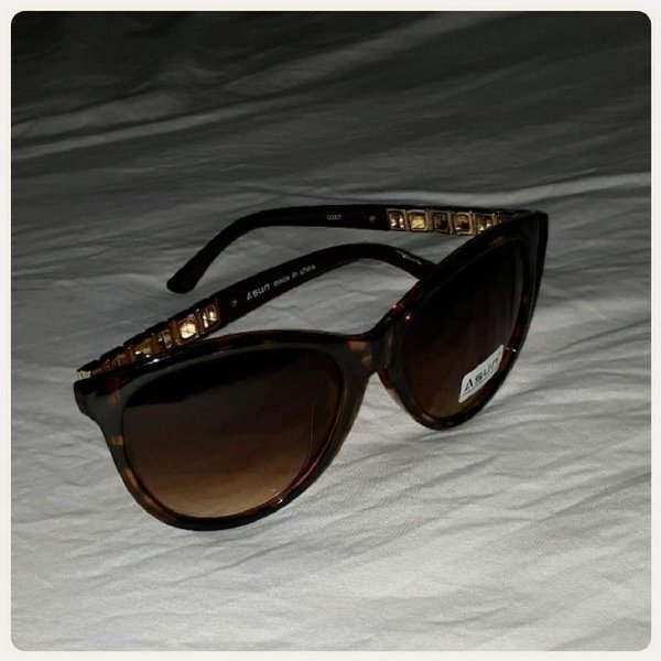 Used Brown sungglass for girl new in Dubai, UAE
