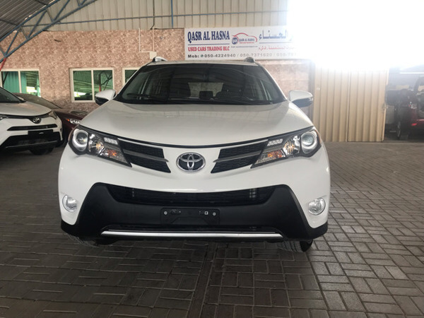 Used Rav4 2015 XLE Very Clean Inside And Outside Any One Interested Pls Call Or What's App in Dubai, UAE