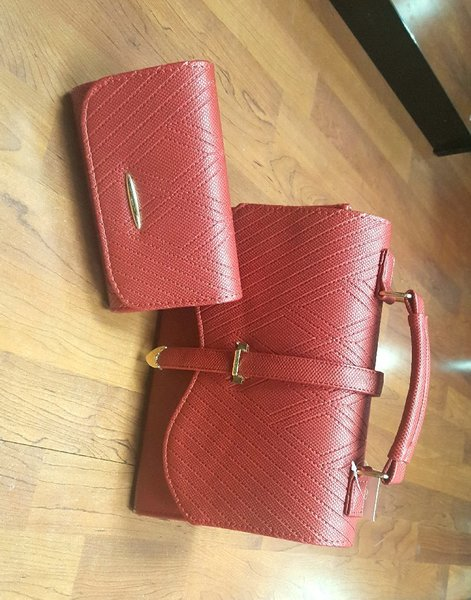 Used Lixury leather bag with free wallet in Dubai, UAE