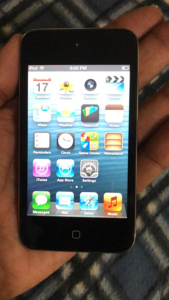 Used Apple iPod 32gb4th generation with cable in Dubai, UAE