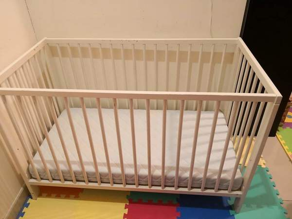 Used Baby bed +mattress in Dubai, UAE