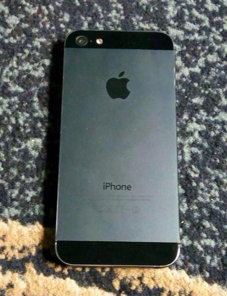 iPhone 5  Black 32gb Just Unboxed With Cases