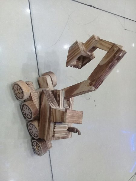 Used Wooden Shawel Showpiece in Dubai, UAE