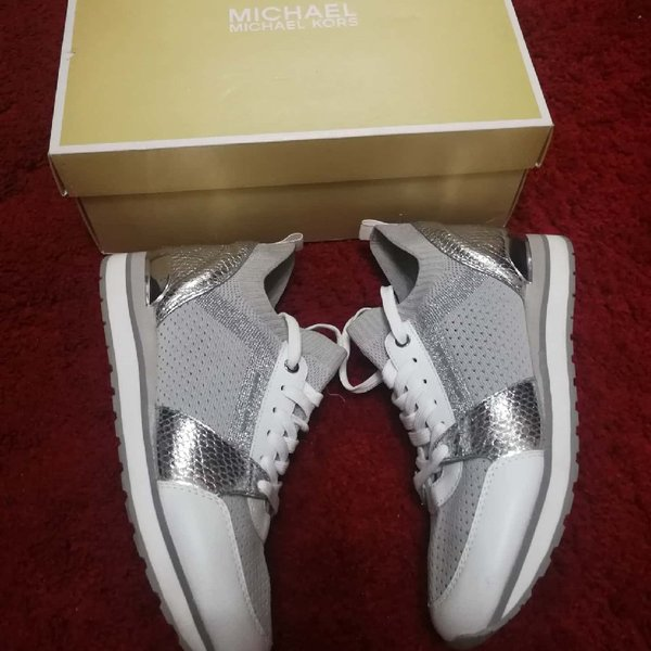 Used AUTHENTIC MICHAEL KORS SNEAKERS.. SIZE39 in Dubai, UAE