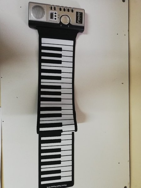 Used Electronic piano with speaker 61 keys in Dubai, UAE