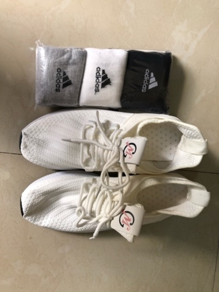 Used Branded canvas shoes with adidas socks in Dubai, UAE