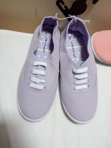 Used 2pcs Canvas shoes in Dubai, UAE