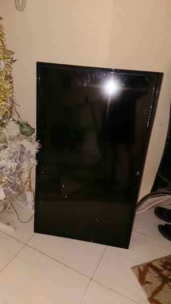 Used Ikon 40 not working condition tv Last in Dubai, UAE