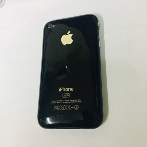 Used IPhone 3GS 32GB Collection piece in Dubai, UAE