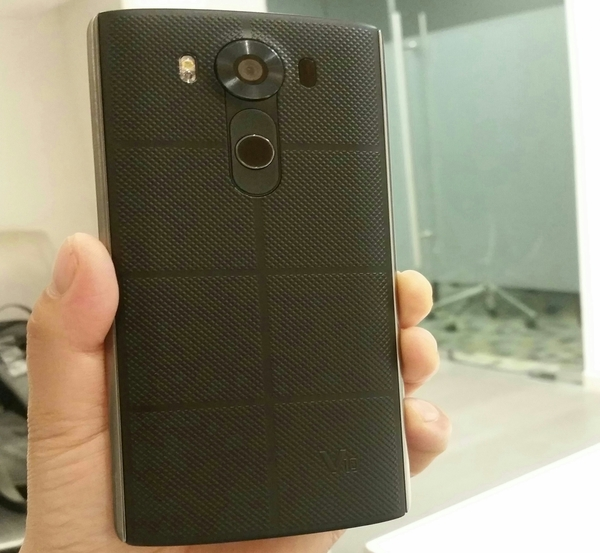 """LG V10 Smartphone 64 GB 4 GB Ram With Fingerprint Lock & 5.7 inch""""  Mobile Only, Fix Price."""