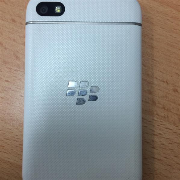 Blackberry Q10 In White Colour Very Good condition For Sell With Accessories